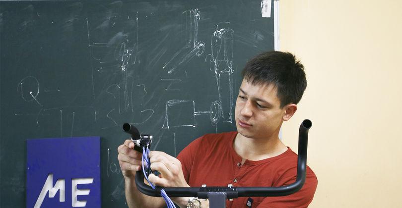 В Караганде студенты изобрели уникальное устройство на инвалидные коляски